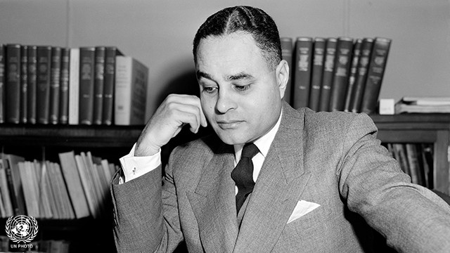 Ralph Bunche Presents Oscar for Best Picture