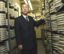 Secretary-General Ban Ki-moon has a first look at the historic film collection of the United Nations (UN Photo/Mark Garten)